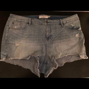 Torrid 3.5 Lightwash Shorts